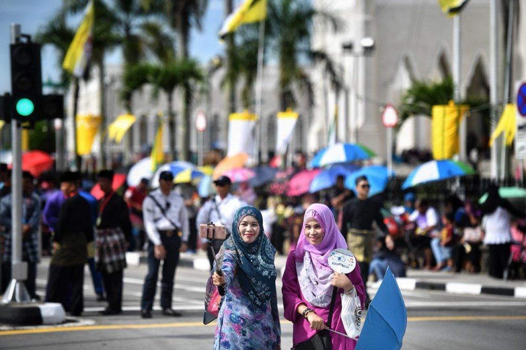 Đất nước Brunei giàu cỡ nào? Tuy nhiên người dân của họ lại rất thân thiện