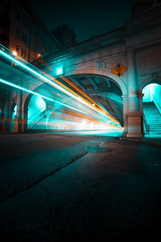 Ảnh nền điện thoại đẹp tả cảnh thành phố về đêm