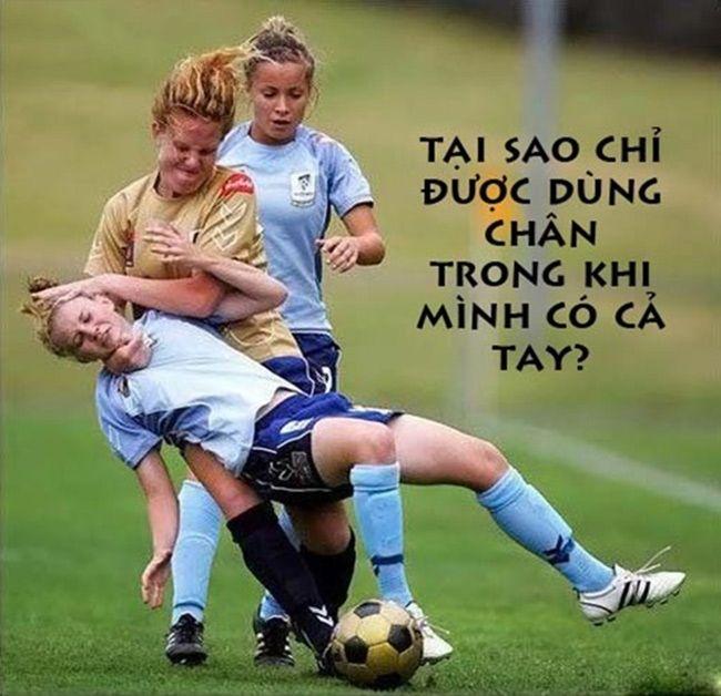 Hình ảnh vui hài hước về câu chuyện bóng đá