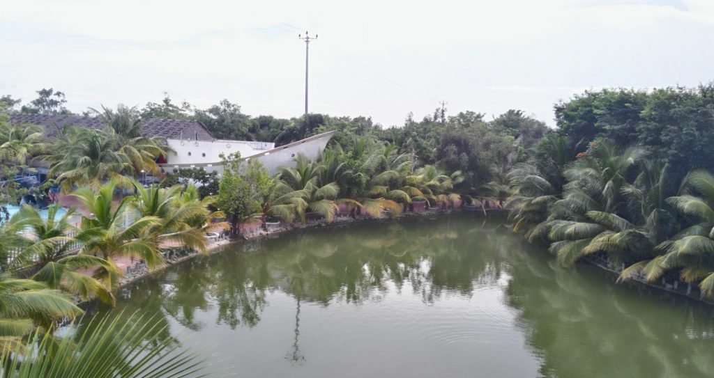 Khuôn viên rộng lớn tại khu du lịch sinh thái Vạn Hương Mai