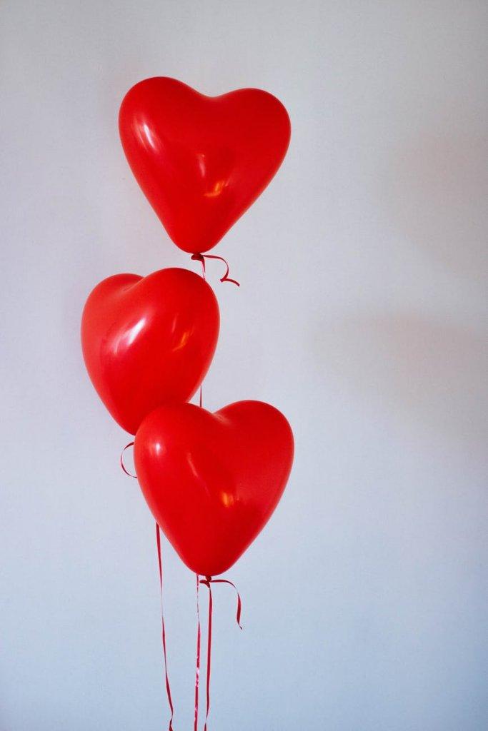 Những bức hình tình yêu đẹp với bong bóng trái tim cho điện thoại