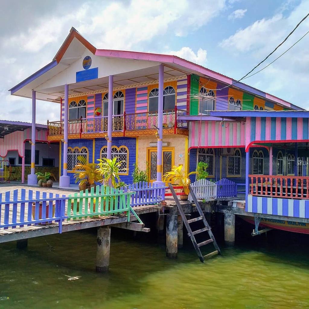 Vương quốc Brunei với làng nổi Kampong Ayer lớn nhất thế giới