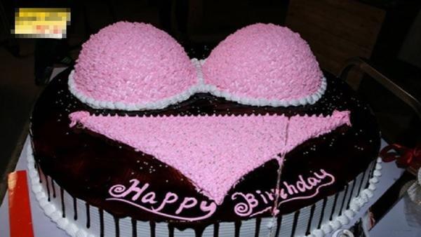 Bánh kem sinh nhật hài hước hình đồ lót