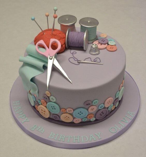 Chiếc bánh sinh nhật độc đáo dành cho người làm thợ may