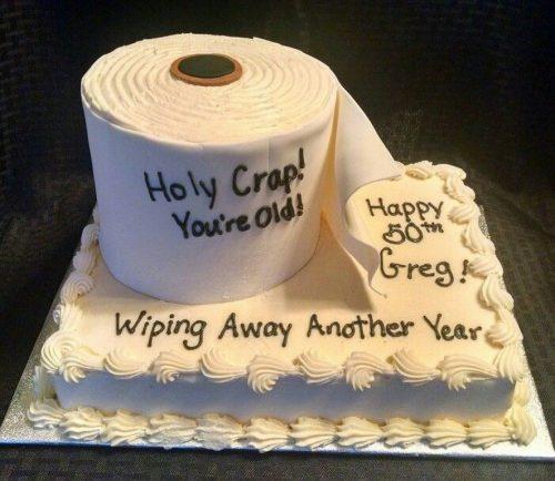 Ảnh chúc mừng sinh nhật bựa với bánh kem tạo hình cuồn giấy