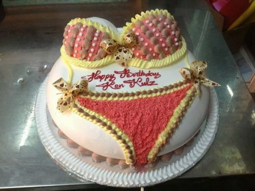 Ảnh chúc mừng sinh nhật chế với bánh kem Bikini