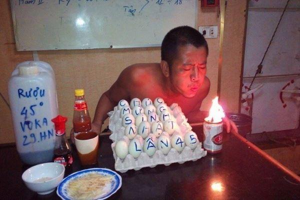 Bánh sinh nhật siêu bựa cho người nghèo