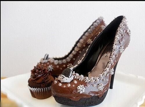 Chúc mừng sinh nhật với ảnh bánh tạo hình đôi giày cực độc