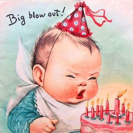 Hình ảnh hài hước về sinh nhật tạo nên không khí vui vẻ