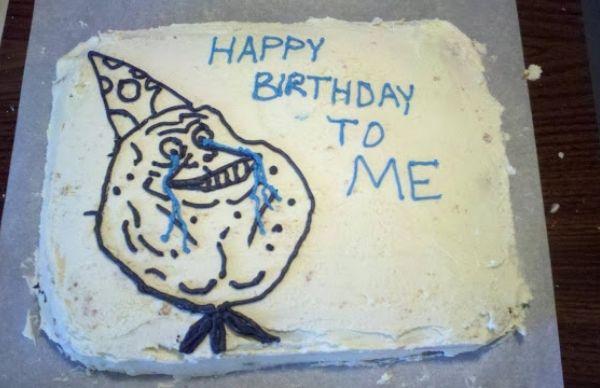 Hình bánh sinh nhật hài hước mặt cười