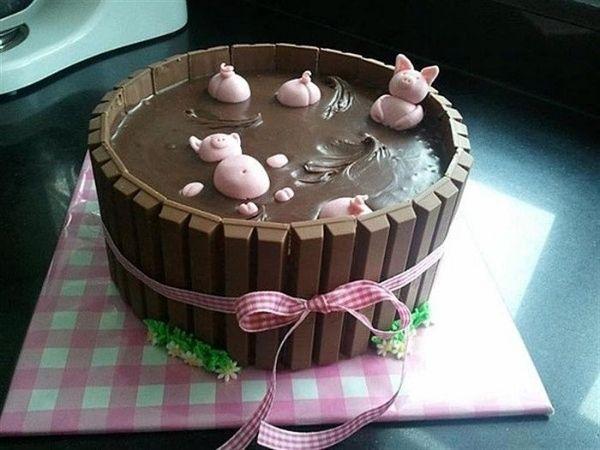 Hình bánh sinh nhật vui cùng đàn heo đang tắm