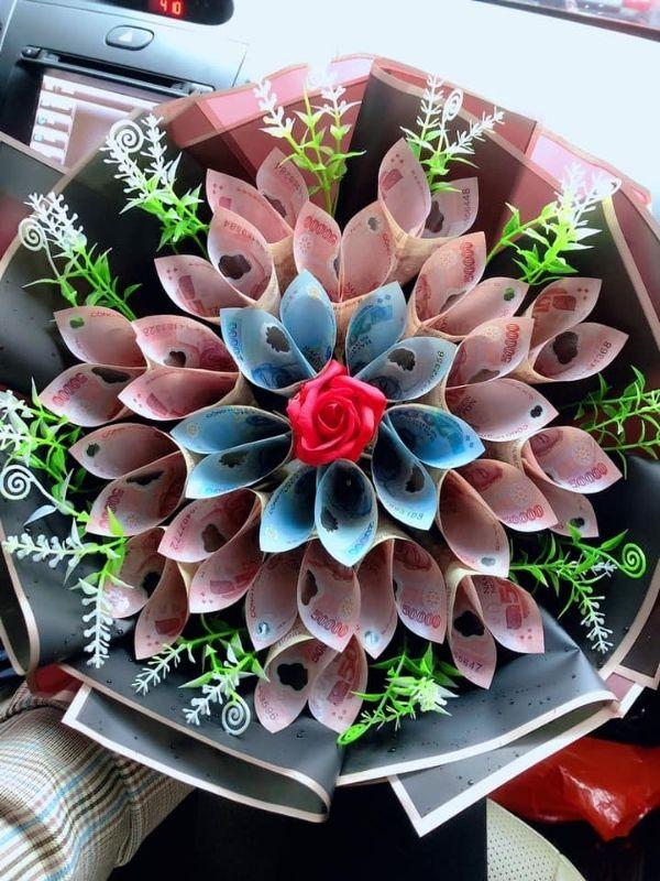 Sinh nhật độc với bó hoa tiền Việt