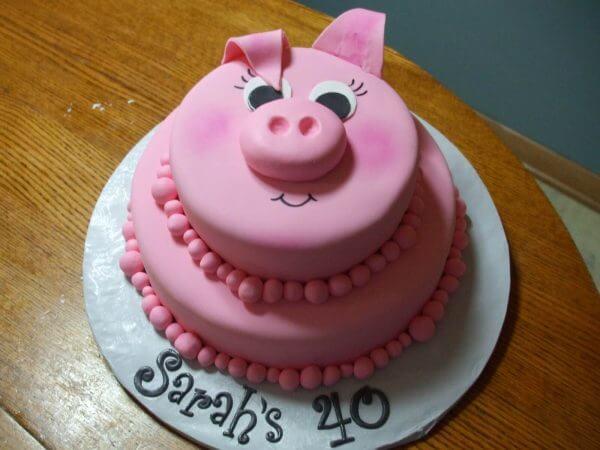 Tạo hình bánh kem chúc mừng sinh nhật con heo dễ thương