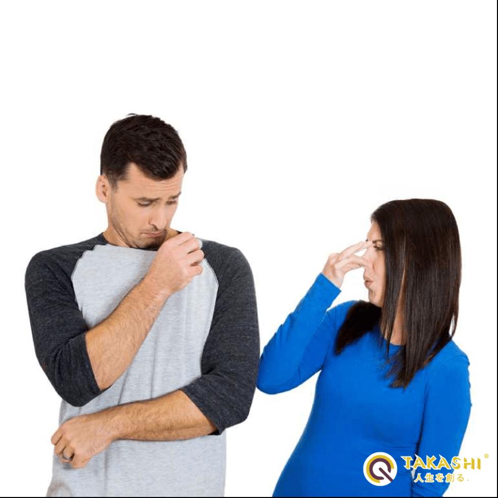 Nguyên nhân gây mùi khó chịu trên quần áo và cách khắc phục