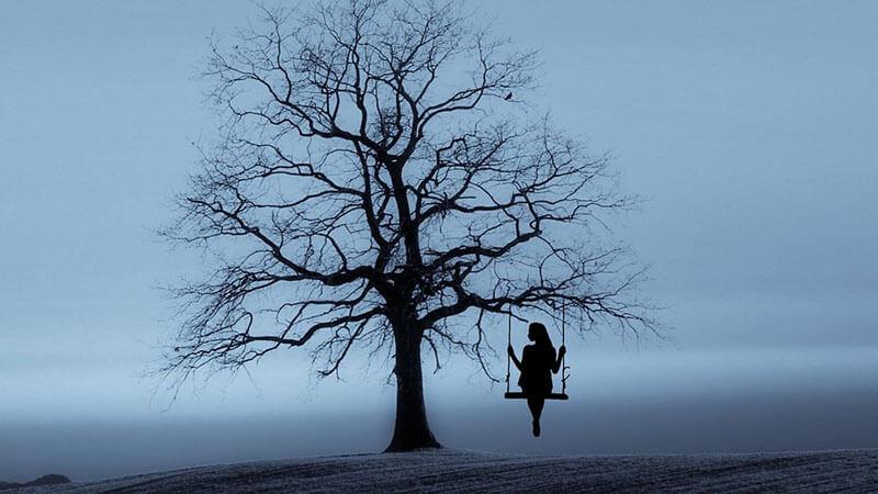 Hình ảnh cô gái buồn bên cây cổ thụ cô đơn