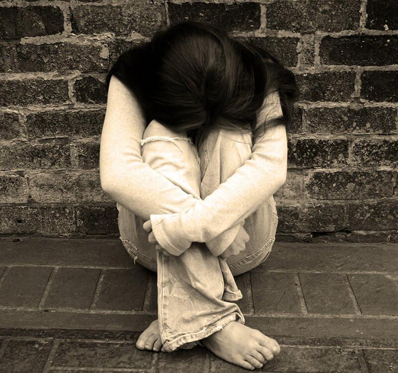 Tải hình ảnh buồn khóc một mình không ai bên cạnh